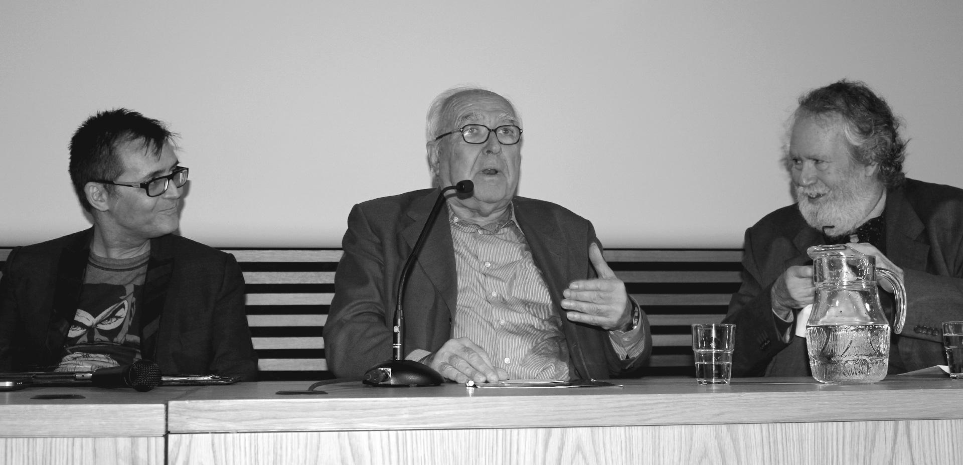 Besarilia- Ángel Sala, Román Gubern y Julio Pérez Perucha durante la V edición de la Ventana Oscura en el Centro Cultural Conde Duque